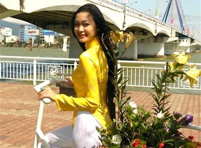 Chùm ảnh Hoa hậu Thuỳ Dung rực rỡ trong nắng xuân - 8