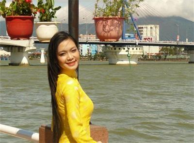 Chùm ảnh Hoa hậu Thuỳ Dung rực rỡ trong nắng xuân - 9