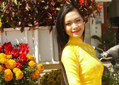 Chùm ảnh Hoa hậu Thuỳ Dung rực rỡ trong nắng xuân - 1