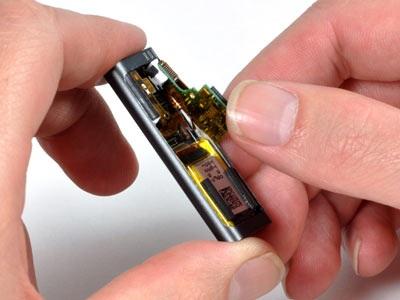 """""""Mổ xẻ"""" bí mật của máy nghe nhạc tí hon iPod Shuffle - 10"""