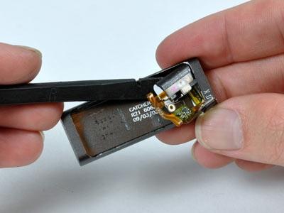 """""""Mổ xẻ"""" bí mật của máy nghe nhạc tí hon iPod Shuffle - 14"""