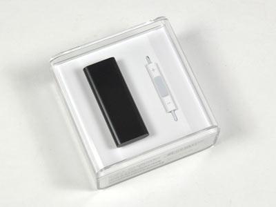 """""""Mổ xẻ"""" bí mật của máy nghe nhạc tí hon iPod Shuffle - 1"""