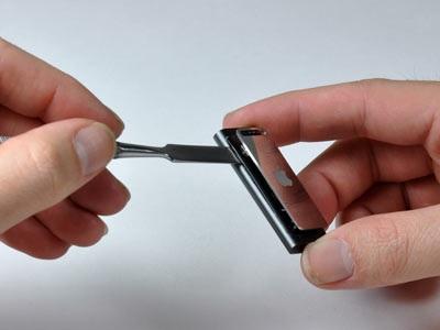 """""""Mổ xẻ"""" bí mật của máy nghe nhạc tí hon iPod Shuffle - 5"""