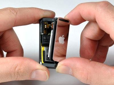 """""""Mổ xẻ"""" bí mật của máy nghe nhạc tí hon iPod Shuffle - 7"""