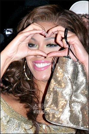 """Người yêu Beyonce """"tạo dáng"""" trên Blender - 7"""