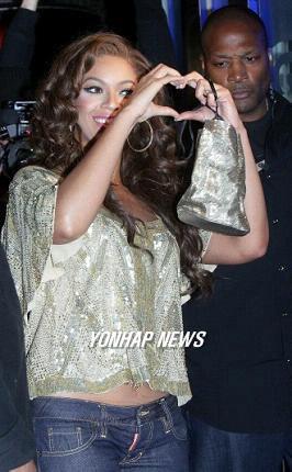 """Người yêu Beyonce """"tạo dáng"""" trên Blender - 6"""
