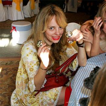 """Nicole """"hé lộ"""" những tấm hình đầu tiên trong bữa tiệc chào đón bé yêu - 10"""