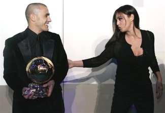 Khoảnh khắc Cannavaro và người đẹp Bellucci - 4