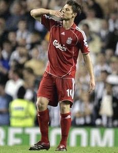 Alonso tỏa sáng, Quỷ đỏ thắng Newcastle - 3