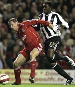Alonso tỏa sáng, Quỷ đỏ thắng Newcastle - 2