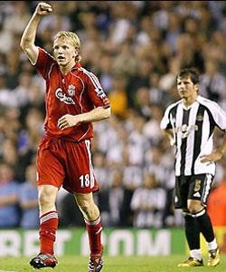 Alonso tỏa sáng, Quỷ đỏ thắng Newcastle - 1