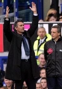 """Chelsea đã phải """"nếm mùi"""" mất điểm - 1"""