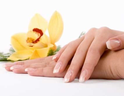 9 cách chăm sóc móng tay bị hư tổn - 1