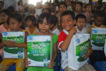Sẽ có 3 triệu ly sữa cho trẻ em nghèo Việt Nam - 1