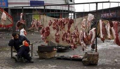 Trung Quốc: 70 người nhập viện do ăn phải lòng lợn nhiễm độc - 1
