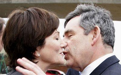 """""""Cận cảnh"""" nụ hôn của Thủ tướng Anh  - 7"""