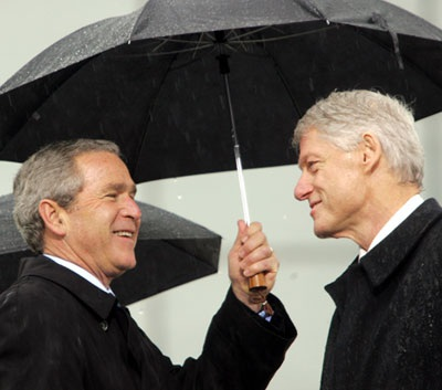 """Clinton, Bush """"đụng nhau"""" ở Canada - 1"""