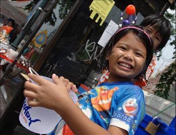Lễ hội Té nước lớn nhất trong năm tại Thái Lan - 2