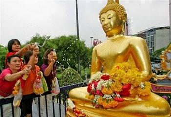 Lễ hội Té nước lớn nhất trong năm tại Thái Lan - 1