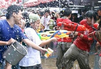 Lễ hội Té nước lớn nhất trong năm tại Thái Lan - 9