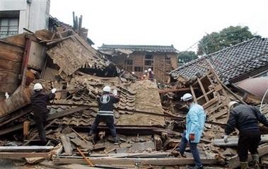 Động đất mạnh 7.1 độ ritcher tấn công Nhật Bản - 1