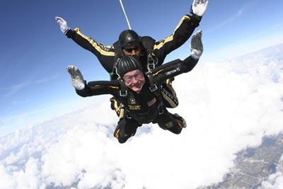 """Bush """"cha"""" mê nhảy dù - 1"""