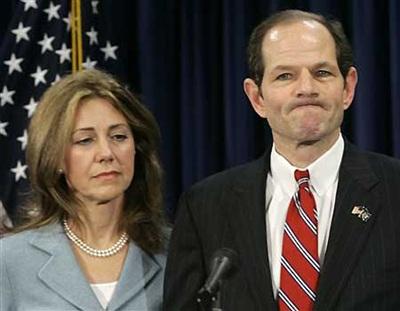 Vụ xì-căng-đan mua dâm của Thống đốc New York: Đối thủ hạ nhau - 1
