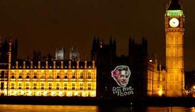 Quảng cáo lạ của Thủ tướng Anh gây phẫn nộ - 1