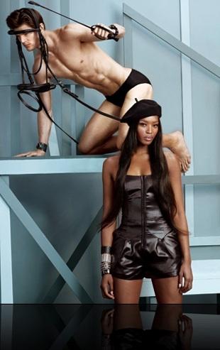 Naomi Campbell vẫn cực kỳ cuốn hút - 5