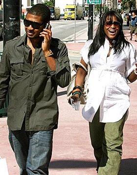 Rapper Usher đón con trai đầu lòng - 1