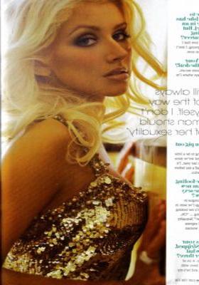 Christina đẹp đầy quyến rũ trên Cosmopolitan - 2
