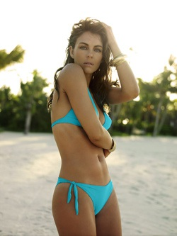 Bikini gợi cảm của Elizabeth - 4