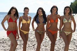 Người đẹp vui đùa trên bãi biển của Miss World - 4