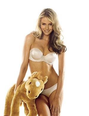 Những tấm hình mới nhất của Hoa hậu hoàn vũ 2004 - 1