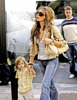 """Bà Beck: """"Hãy để cho con trai tôi yên"""" - 1"""
