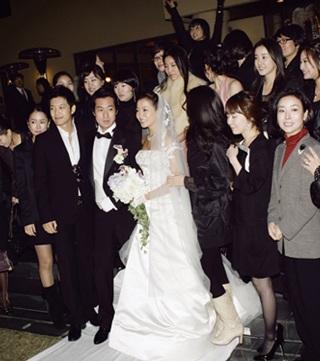 Chiêm ngưỡng bộ ảnh cưới của Kim Hee Sun trên Instyle - 14