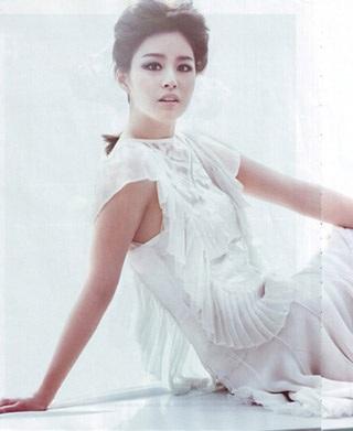 Ba bộ ảnh tuyệt đẹp của kiều nữ Kim Tae Hee - 12