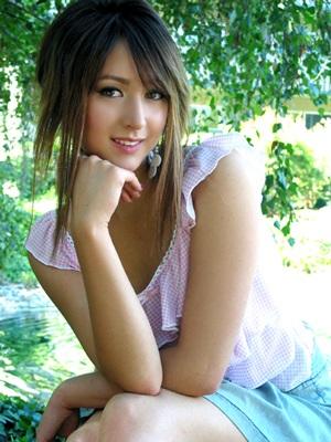 """Bông hồng lai"" Leah Dizon xinh đẹp trong bộ Kimono - 1"