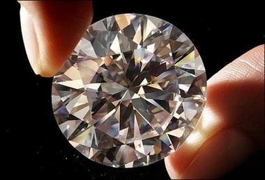 Viên kim cương trắng giá 16,2 triệu USD - 1