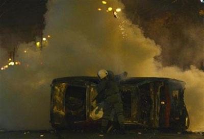 Chùm ảnh: Bạo động tiếp tục lan rộng ở Hy Lạp - 12