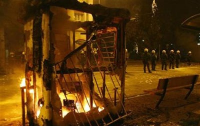 Chùm ảnh: Bạo động tiếp tục lan rộng ở Hy Lạp - 13