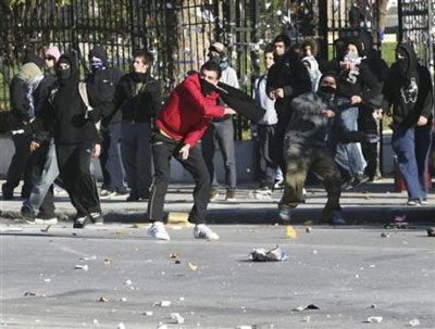 Chùm ảnh: Bạo động tiếp tục lan rộng ở Hy Lạp - 5
