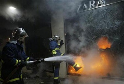 Chùm ảnh: Bạo động tiếp tục lan rộng ở Hy Lạp - 2
