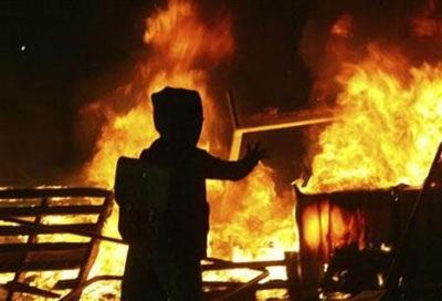 Chùm ảnh: Bạo động tiếp tục lan rộng ở Hy Lạp - 1