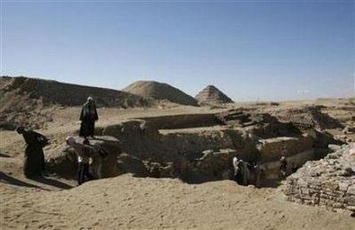 Chùm ảnh: Phát hiện hai ngôi mộ pharaon 4.300 năm tuổi - 1
