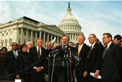Nhìn lại vụ bê bối tình ái Lewinsky của Tổng thống Clinton (1) - 10