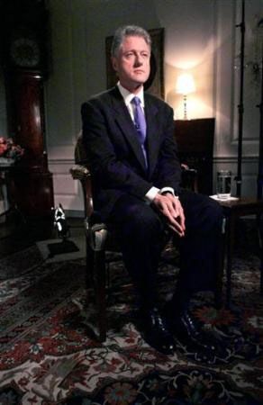 Nhìn lại vụ bê bối tình ái Lewinsky của Tổng thống Clinton (1) - 2