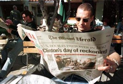 Nhìn lại vụ bê bối tình ái Lewinsky của Tổng thống Clinton (1) - 6