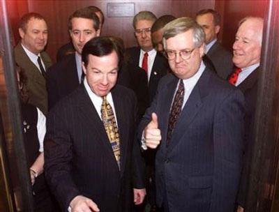 Nhìn lại vụ bê bối tình ái Lewinsky của Tổng thống Clinton (1) - 9