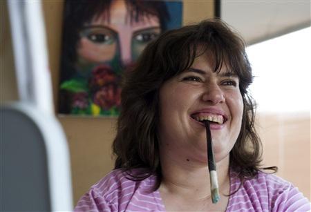 Mojsovska - Nữ hoạ sỹ vẽ bằng miệng - 3